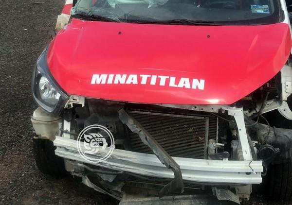 Taxista de Minatitlán la libra tras fuerte accidente