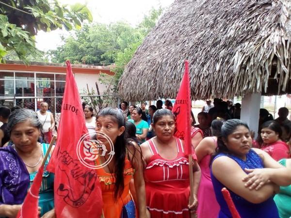 Campesinos de la Sierra de Santa Martha exigen apoyos de Bienestar