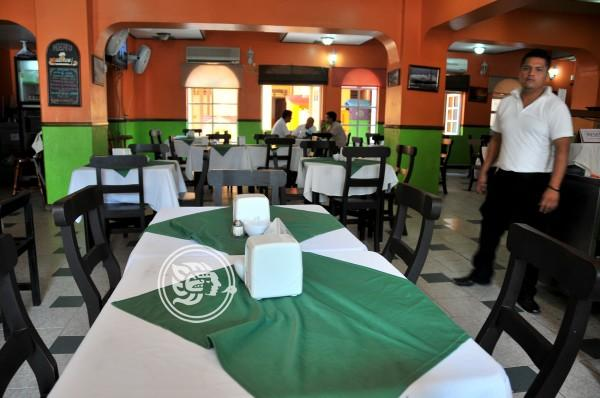 Baja afluencia en restaurantes de Coatza durante vacaciones