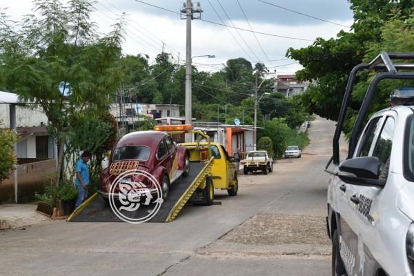 Navales aseguran automóvil robado en Acayucan
