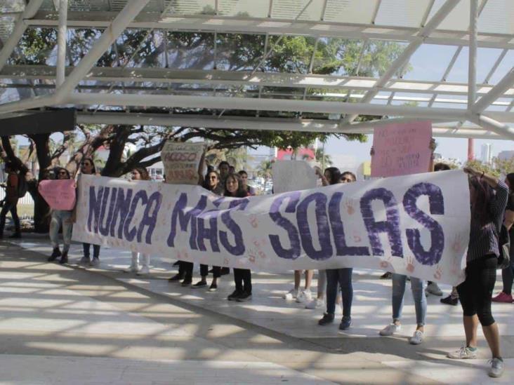 Alumnas de la UV se manifiestan contra el acoso sexual