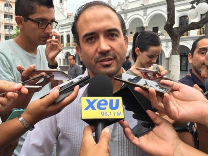 Felicita alcalde de veracruz a estudiantes destacados