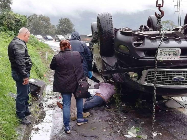 Fuerte volcadura en la Puebla-Córdoba deja una persona fallecida